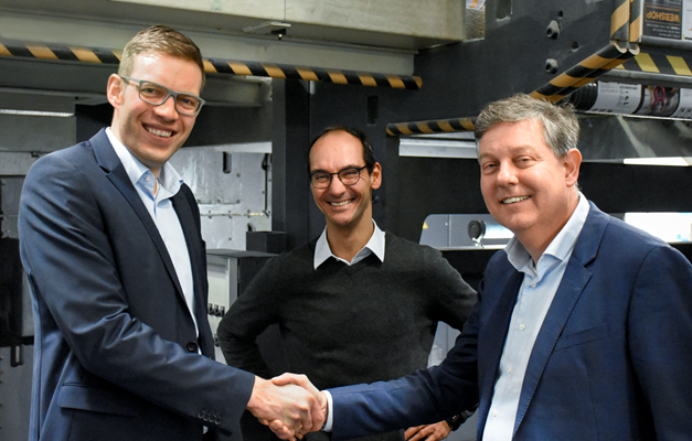 From left to right: Jens Klingebiel (Head of Technology Department at Mohn Media), Oliver Böhm (Head of Web Offset Printing Department at Mohn Media), Rutger Jansen (CEO at Contiweb)